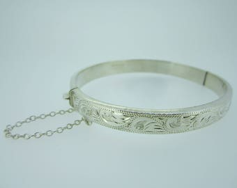 Vintage sterling silver bangle in excellent condition
