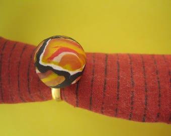 Multicolor ring, gold frame