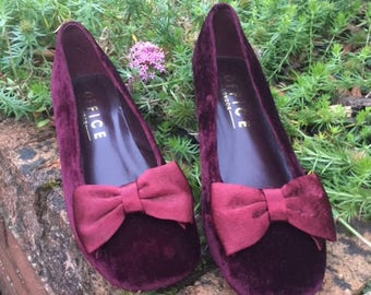 Vintage Bohemian Style Plum Velvet Shoes with Pretty Bows on the Front and small block Heels