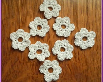 Set of 8 small white flowers in crochet cotton
