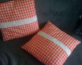 SET of 2 PILLOWS red and white gingham