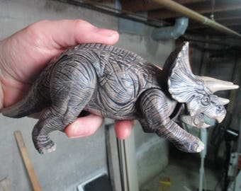 1997 Kenner The Lost World: Jurassic Park Triceratops Site B 44 Repaint