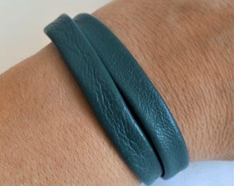 Double green leather bracelet, clasp magnet