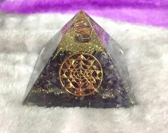 Healing Amethyst orgone triangle with yantra symbol