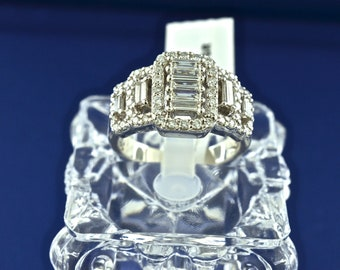 14k White Gold And Baguette Cut Diamond Ring. Size 7