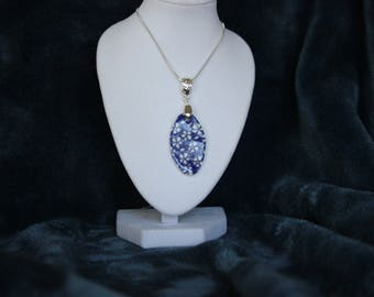 Blue and white flowers pendant