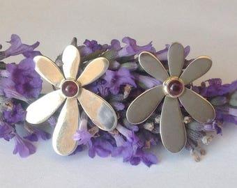Stunning sterling silver & garnet flower earrings