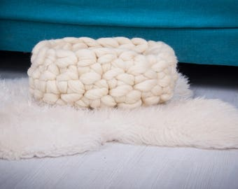 Ready to ship !House for cat or  dog,  short and cozy bed for pets of 100% wool merino