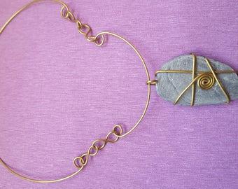 Pendant, necklace, shale and brass pendant. Pendant, Brass pendant. Colgante de Latón