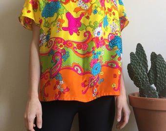 1960's Flower Power short sleeve blouse • Retro • Vintage • Sixties • Groovy • Psychedelic • Floral • Hippie • Colourful • Cute • Boho •