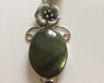 Labradorite Stone w Flower Pendant Necklace