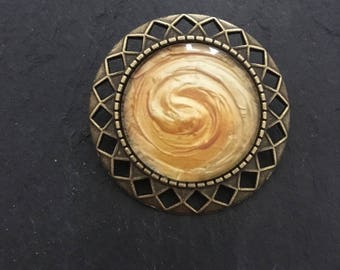 Brooch yellow gold and bronze