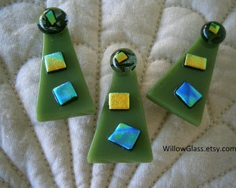 Christmas Tree Fused Glass Pin with Dichroic Bits, Unisex Holiday Jacket Pin, Willow Glass