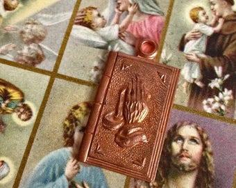 SALE 1pc SERENITY PRAYER Charm Vintage Religious Medal