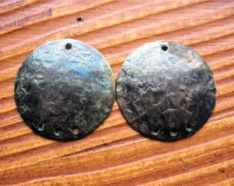 Hammered Disc Charms in Indigo Chestnut Aluminum - 1 pair - 25mm - 3 bottom holes