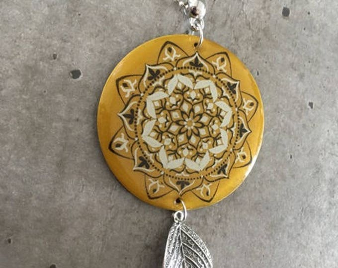 long necklace wirth kaléidoscope pattern - new