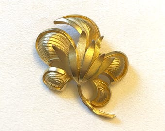 Vintage Large Gold Tone Thistle Brooch