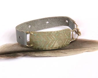Tribal Etched Silver and Gray Leather Bracelet (B1339)