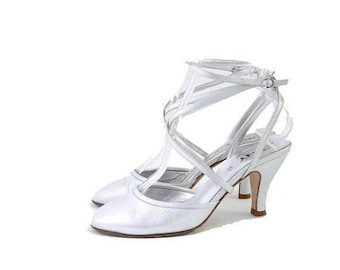 Summer Sale Size 7// Vintage Womens DKNY  Shoes //  Silver Leather Strappy Ankle Slingbacks// Silver Heels Sandals//  208