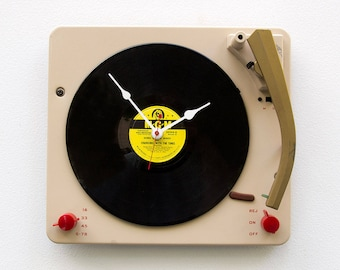 Record Player Clock, upcycled turntable clock, music lovers clock, vintage clock, unique gift idea, audiofile gift, handmade vintage clock