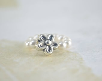 TOE RING Stretch - Stretchy Ring - White Glass Pearls -  Silver Tone Flower  - Wedding Jewelry - Beach Wedding