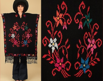 ViNtAgE 60s 70's Fringe Huipil Poncho Black Floral Caftan Mexican Artisan Embroidered Maxi Cape Sweater Needle Point Punto de Cruz
