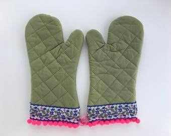 Designer Oven Mitt Set. Fancy Kitchen Pot Holders. Pink Pom Poms. Sage Green Floral Oven Mitt. Housewarming Gift. Baking Gift for a Chef.