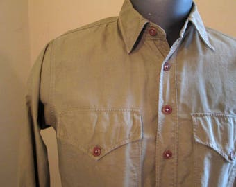 Vintage 50s Military khaki shirt US Army cotton shirt Vintage with Gussets Buttoned Pockets Army US Military shirt M