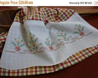 ON SALE Vintage Linen Kitchen Towel | Vintage Embroidery | Retro Flowers Dish Towel | Recycled Linen Tea Towel | Red Green Gold Cream Check
