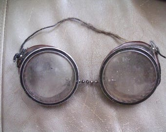 Vintage Motorcycle Goggles -brown bakelite and mesh sides-Steampunk or Wilson?