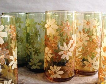 Vintage Daisy Glass Tumblers 4 each Green and Amber Summer or Fall Entertaining Iced Tea Size Daisies Design