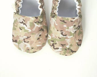 Camo Baby Moccs / Camoflage / Baby Shoes / Baby Moccasins / Vegan Moccs / Soft Sole Shoes / Montessori Shoes / Waldorf Shoes / Vegan Moccs