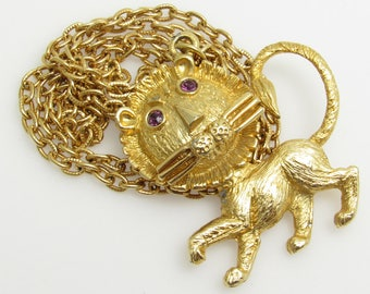 Lion Pendant Necklace Whimsical Figural Jewelry N8535