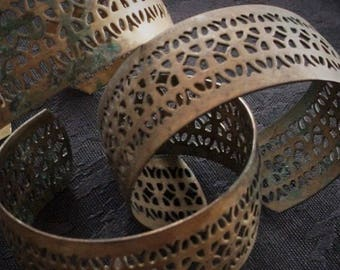 RARE Lot Vintage Old Filigree Brass Cuff Bracelet Art Deco Victorian Steampunk 1 Inch Wide Natural Patina FREE GIFT 22g Wire | Ear Wires BB5