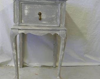 Vintage Cottage Chic Shabby Distressed Queen Anne Side Table Painted Rustic