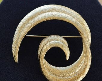 On sale Pretty Vintage Large Brushed Gold tone Swirl Brooch, Pin (AP6)
