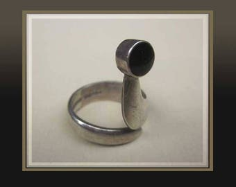 Modernist CHARMER, Sterling Silver and Onyx Abstract Serpent Ring, Made in Mexico, Taxco Silver, Vintage Jewelry, Women