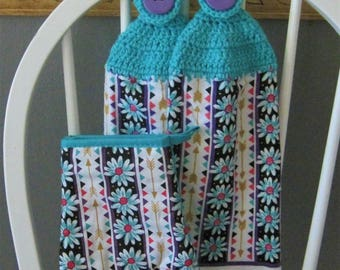 2 Crocheted Hanging Kitchen Towels with Oven Mitt - Daisies