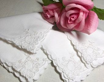 4 Antique Linen Napkins from the 1920s with White Hand Embroidery