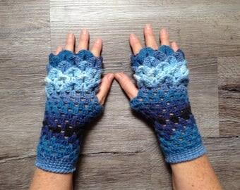 Blue Dragonscale Fingerless Winter Gloves