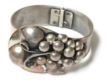 Dimensional Grape Design Bracelet Hinged Clamper Silver Plated Vintage