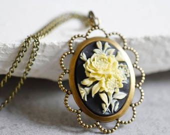 Bouquet Necklace in Vintage Style