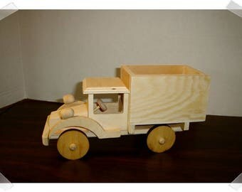 Small Unfinished Wood Truck /Craft Supplies*