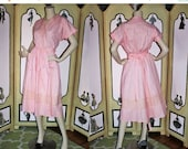 Summer Sale 20% Off 40's Vintage SWIRL Wrap Dress in Pink and Gold Metallic. Large.