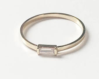 Diamond Baguette Ring (14K yellow gold)