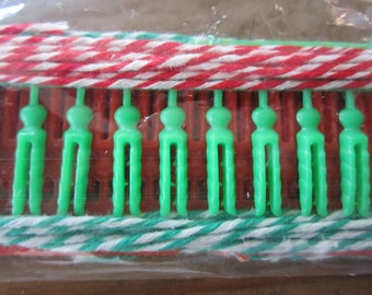 Vintage Tiny Clothespins and Baker's Twine Christmas Card Holder Display Red & Green Pins and Twine 1960's Kitsch