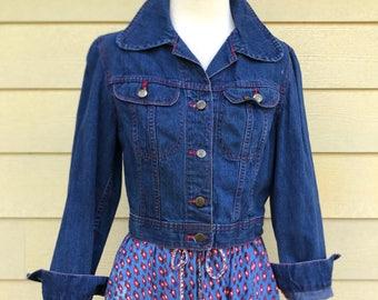 Vintage 70s LEE cropped fitted denim jacket / 1970s jean jacket / Tiny fit denim jacket