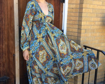 70s Hippie Print Dress Maxi Smocked Long Vintage S XS
