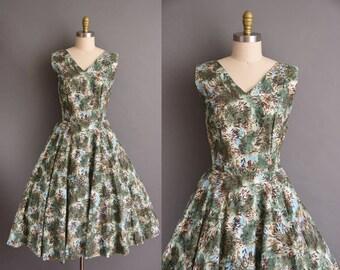 vintage 50s dress. 1950s cotton tree print full skirt dress
