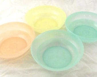 Pastel Colored Tupperware Bowls, 4 Vintage Cereal Sized Bowls